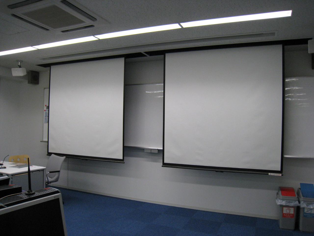 プロジェクタ&スクリーンProjector and Screen