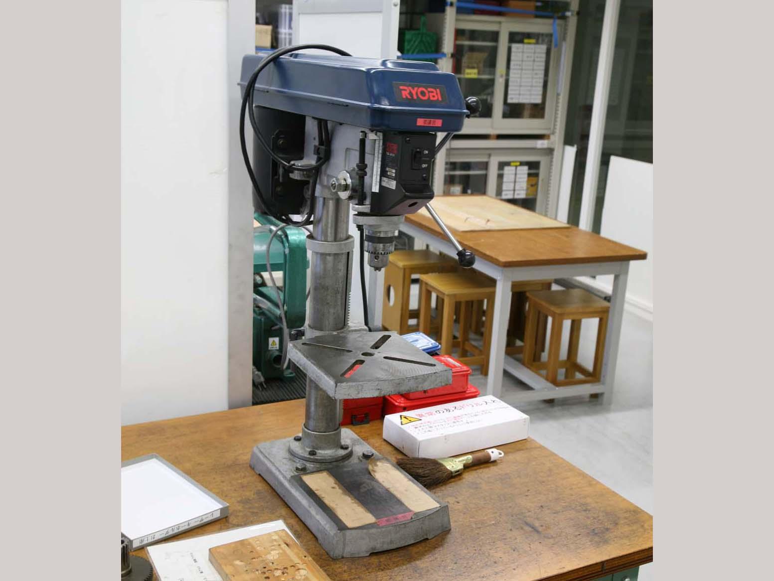 <01>卓上ボール盤Tabletop drilling machine